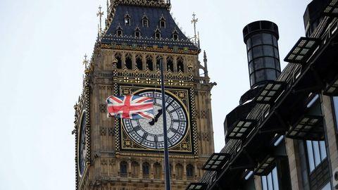 Bandera del Reino Unido a media asta en Londres