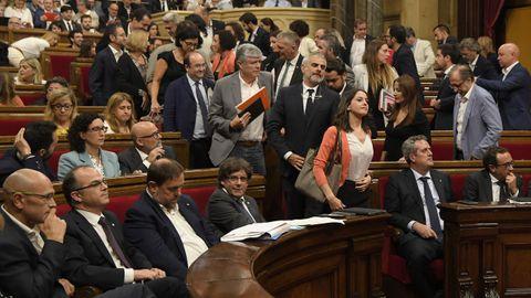El bronco pleno en el Parlament, en fotos