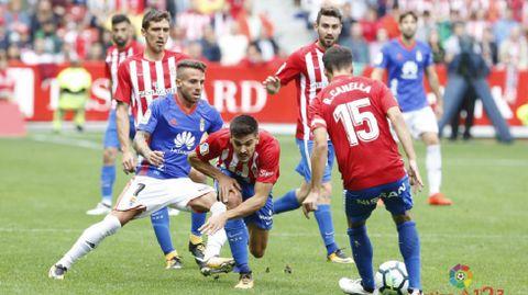 Aarón presiona a Canella en presencia de Sergio Álvarez