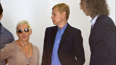 Junto a Esther Arroyo en el juicio por el accidente que tuvieron juntas