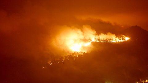 Incendio en los montes de Nigrán