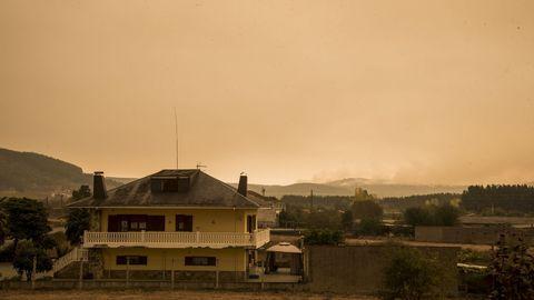La humareda de los incendios era visible desde kilómetros de distancia
