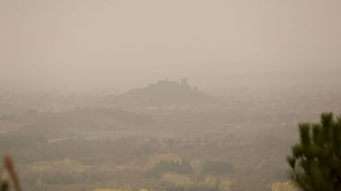La silueta de San Vicente era lo único que se acertaba a identificar con la humareda que cubría el valle