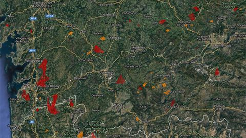 Las zonas rojas son las que se han quemado en las últimas 24 horas y las naranjas ya habían ardido