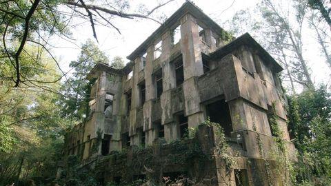 Sanatorio de Cesuras en el parque de O Paraxón