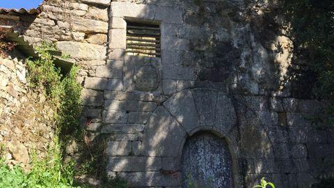 Torre da Penela. Cabana de Bergantiños, siglo XIV. La administración está tratando de recuperar la torre por medio de un acuerdo con los dueños