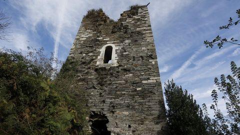 Torre de Caldaloba. Cospeito, siglo XIV. Es de propiedad privada. Fue de Pardo de Cela y atacada en la Revuelta Irmandiña