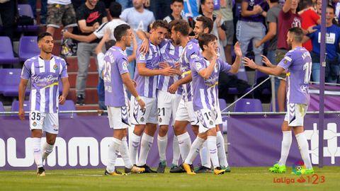 Los jugadores del Valladolid celebran un gol ante el Alcorcón