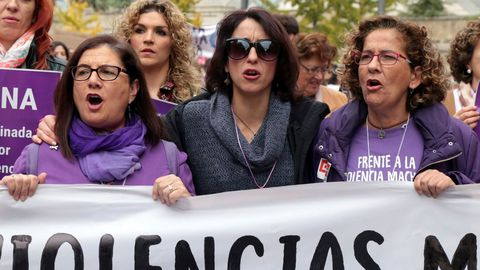 Juana Rivas, en el centro, durante la manifestación contra la violencia machista celebrada en Granada el 25 de noviembre del 2017