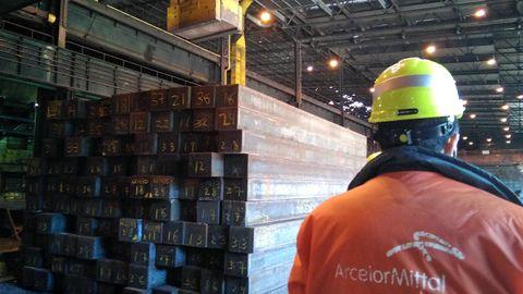 Carril de tren de Arcelor, en Veriña.Carril de tren de Arcelor, en Veriña