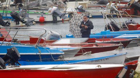 Temporal Ana en Arousa. Barcos amarrados en Carril