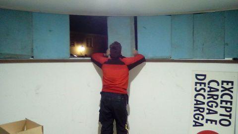El viento arrancó ventanas en el cuartel de la Policía Local de Mugardos