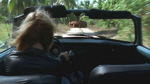 Uma Thurman sufrió un accidente durante el rodaje de la segunda entrega de «Kill Bill» rodando una escena en la que debía conducir un coche por un camino en medio de la selva