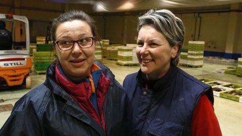 2. Lidia López y Ángeles Vazquez, de Pescados López Vázquez, venden con sus furgones por concellos como Viveiro, Muras, Xermade o Vilalba.