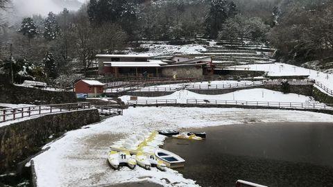 Nieve en la playa de A Cova, en el Río Miño