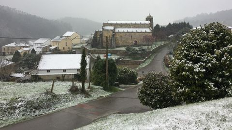 La nieve cubre la Basílica de San Martiño de Mondoñedo.