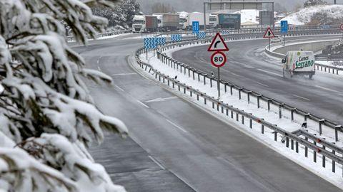 Escaso tránsito por el Coll del Bruc a causa del mal tiempo