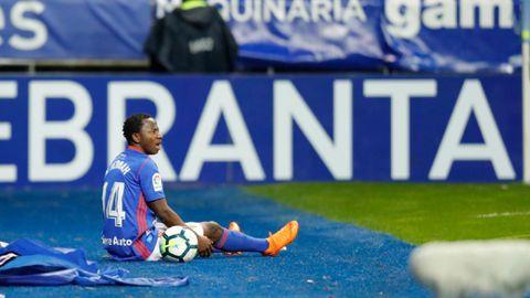 Yeboah, en el suelo tras una jugada individual