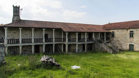 El pazo de Vilelos, de grandes dimensiones, está actualmente en proceso de restauración