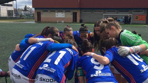 Real Oviedo Femenino.Las futbolistas azules, antes del inicio de un encuentro