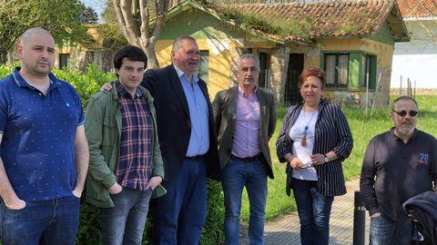 El coordinador de IU, Ramón Argüelles, ha visitado Perlora acompañado del portavoz municipal en Carreño, Ángel Garcia Vega; el secretario de Acción Política de Izquierda Unida, Juan Ponte; y la secretaria de Política Municipal, Gabriela Alvarez