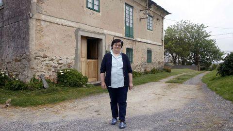 María Juana Díaz, prima segunda del nuevo presidente de Cuba, Miguel Diáz-Canel, en la casa natal del bisabuelo del mandatario cubano que habita con su marido.
