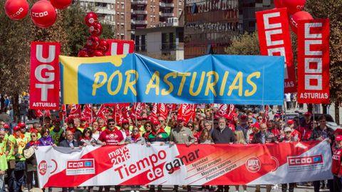 Vista de la manifestación convocada por CCOO y UGT de Asturias en Langreo (Asturias), con motivo del Día Internacional del Trabajo bajo el lema  Tiempo de ganar: igualdad, mejor empleo, mayores salarios, pensiones dignas