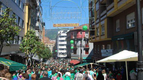 Imagen de archivo de una celebración multitudinaria en la calle Gascona de Oviedo