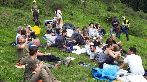 Grupo de arqueólogos, antropólogos y más voluntarios de la excavación de la fosa común de Parasimón
