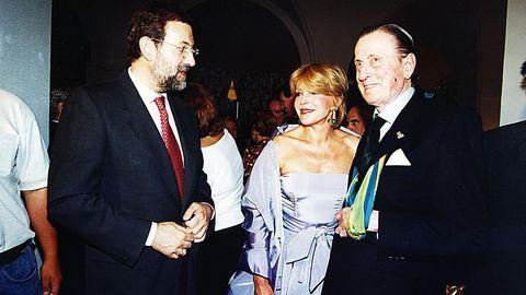 En 1999, Rajoy, entonces ministro de Cultura, con Tita Cervera y el barón Thyssen en el Gran Hotel de la Toja