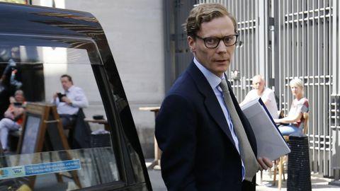 Alexander Nix, CEO de Cambridge Analytica, compareció ante el Parlamento en Londres por el escándalo de Facebook