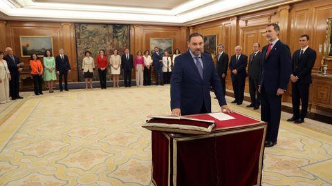 José Luis Ábalos promete su cargo como nuevo ministro de Fomento