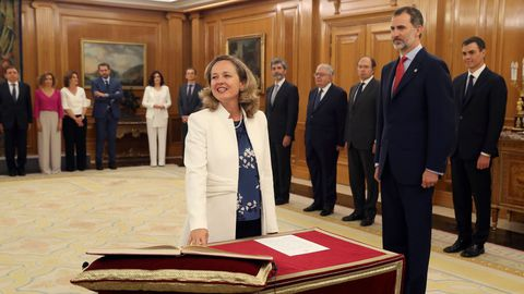 La coruñesa Nadia Calviño promete su cargo como ministra de Economía