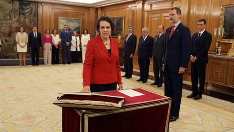 La ministra de Trabajo, Magdalena Valerio, promete su cargo