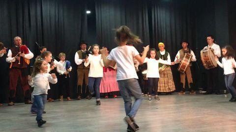 Grupo de gaitas y baile gallego