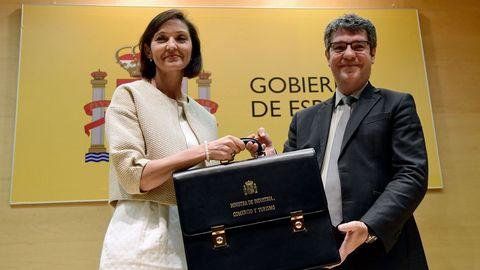 La nueva ministra de Industria, Comercio y Turismo, Reyes Maroto, durante la toma de posesión en la que Álvaro Nadal le entregó su cartera
