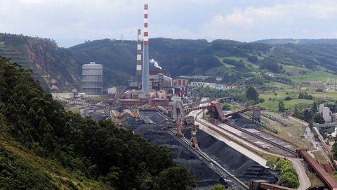 Vista de la central térmica de Aboño. El PP ha trasladado hoy al resto de grupos de la Junta General una propuesta de declaración institucional, que requiere de la unanimidad para salir adelante, en defensa del mantenimiento del carbón dentro del mix energético nacional y en contra del cierre anticipado de las centrales térmicas