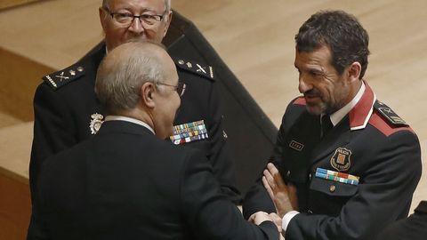 Ferran López, saludando a Llarena en un acto en Barcelona