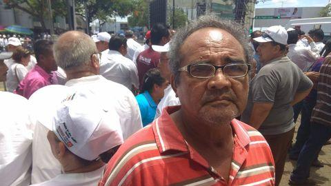 El comerciante Andrés García cree que «otros presidentes» les han quitado la riqueza de Tabasco, «el petróleo»