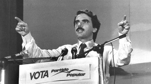 José María Aznar como candidato a la presidencia del Gobierno en un mitin durante la campaña electoral de 1989