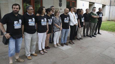 Los miembros del BNG que ocuparon Meirás simbólicamente el pasado 30 de agosto y que fueron denunciados por los Franco asistieron este miércoles al pleno en O Hórreo. Las 19 personas se hallan ahora encausadas por allanar una propiedad privada.