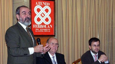 Albor dando una charla en el Ateneo Ferrolano
