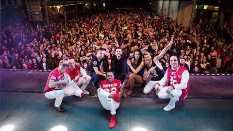 Los ocho miembros del Grupo Tekila durante una de sus actuaciones