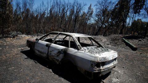 Este coche ardió cerca de una vivienda en Casa Velha, una aldea cercana a Monchique