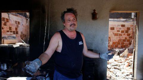 Anselmo estaba de vacaciones cuando ardió su casa