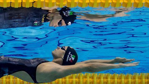 La nadadora italiana Margherita Panziera compite en una manga de los 200m espalda femeninos en los Europeos de natación de Glasgow (Reino Unido).