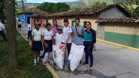 Enrique Charlón. Se encuentra en Honduras desarrollando actividades en las que anima a los jóvenes a participar de forma activa en su comunidad.