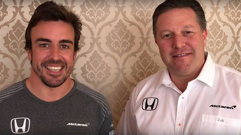 Zak Brown con Fernando Alonso