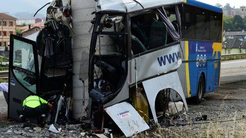 Así fue el brutal accidente de un autobús en Avilés