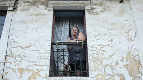 María Jesús Arias, vecina de Llaranes, vive justo delante del accidente del autobús